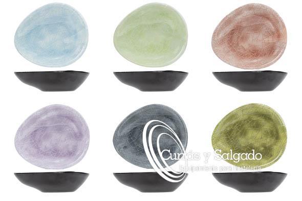 Bowl de melamina ovalado streetfood varios colores 10,5X7,5cm. Boles de melamina, con seis colores distintos, que se combinan perfectamente dando una imagen de frescura en la mesa. La melamina esun materialprácticamente irrompible, resistente a los arañazos y al ácido queaguanta temperaturasdesde -30ºC a 70ºC. Mire los distintos modelos para su utilización, poco a poco irán aumentando su producción. Es un producto duro, por lo tanto aguanta bastante bien las caídas al suelo. El plazo de entrega, según proveedor, sobre dos semanas en península, para otros destinos le informaremos. El problema de la melamina, es que no puede meterse, en microondas, ni horno, ni aguanta el cuchillo de sierra. Por su tamaño es perfecto para presentar gominolas, snack, o mini pinchos. Es un producto fácil de apilar y válido para lavavajillas. Puede registrarse en la web, para descargar los catálogos.